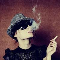 抽烟的qq头像女生:平凡的幸福没