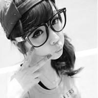 qq女生头像戴眼镜:不论你风华绝