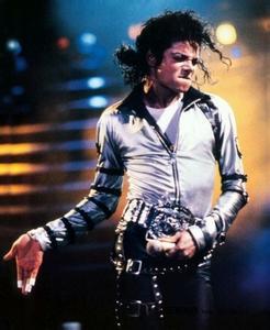 迈克尔杰克逊珍贵qq头像:时光听着一段旋律