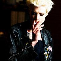 qq头像男生霸气抽烟:思念在心中蔓延