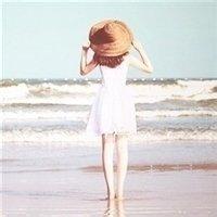 女生qq头像戴帽子背影:出门第一站是你的思念