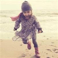 qq情侣头像带小孩:爱你在清晨