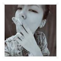qq头像女生抽烟头像:火红的玫瑰