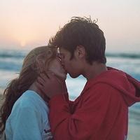qq头像情侣双人接吻:春夏秋冬四季会轮转