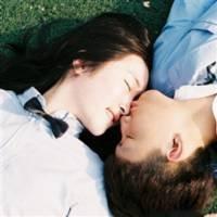 qq亲吻头像:当春雨滋润花朵