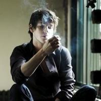 qq头像男生抽烟伤感:份极珍贵的礼物
