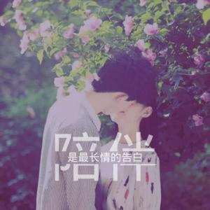 qq头像情侣一对接吻:唱着伤心的歌曲