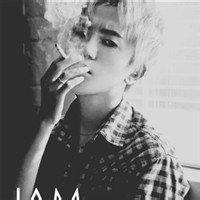 qq头像男生伤感抽烟:那天我一个人在街上走