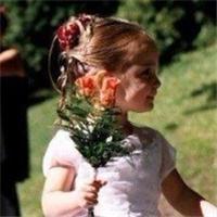 qq小孩可爱情侣头像:一笑而过