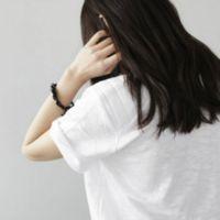 qq头像半身女生衬衫:我的窗口将你目光等待