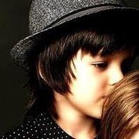 QQ头像情侣小孩背景:你是一只快乐的小鸟