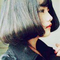 欧美短发女生qq头像:海豚想给天使一个吻