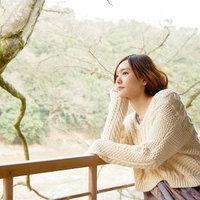 qq头像森林系女生:生活是面包