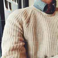 qq男生半身毛衣头像:在爱情里面