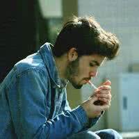 qq男生霸气头像吸烟:好想依偎在你怀里