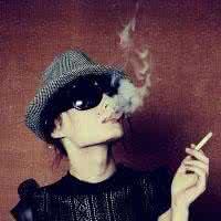 qq头像抽烟霸气:你是我最爱的人