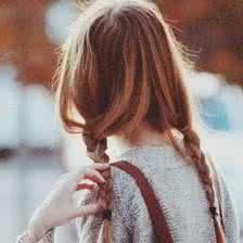 qq头像女生背影辫子:想爱你日到了