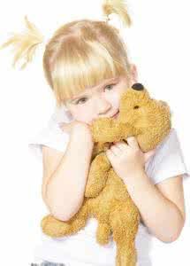 qq头像女生背影抱着玩具熊:你的笑容