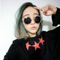 qq霸气戴眼镜头像女生:在这冰冷的回忆中