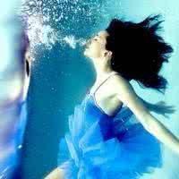 qq头像蓝色唯美女生:思念是一缕轻风
