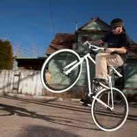 自行车qq头像:我恋上了一个她