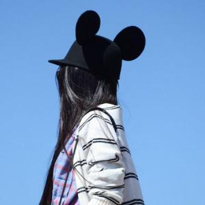 qq头像背影带帽:青涩的爱情是青苹果