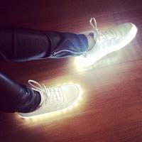 qq头像发光鞋