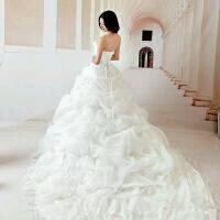 穿婚纱qq头像:百年修得同船渡